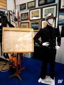 Tenuta da marinaio e diario di bordo