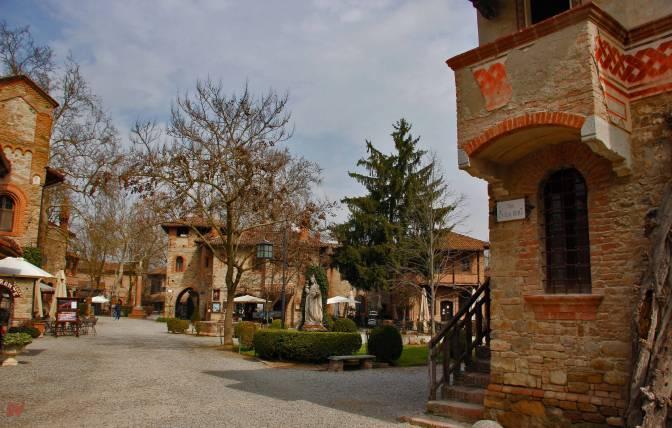 I luoghi della storia: Il Castello ed il Borgo di Grazzano Visconti